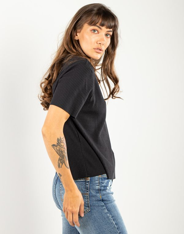 camiseta-180252-negro-1.jpg